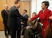 Ban Ki-moon shakes hands with Bendina Miller